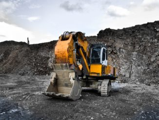 Un excavateur sur un chantier