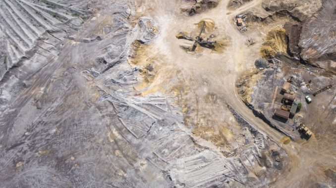 Une mine de cuivre vue de haut.