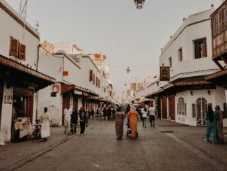 Une rue de Rabat, au Maroc.