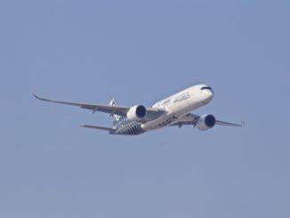 Un Airbus A350 dans le ciel.